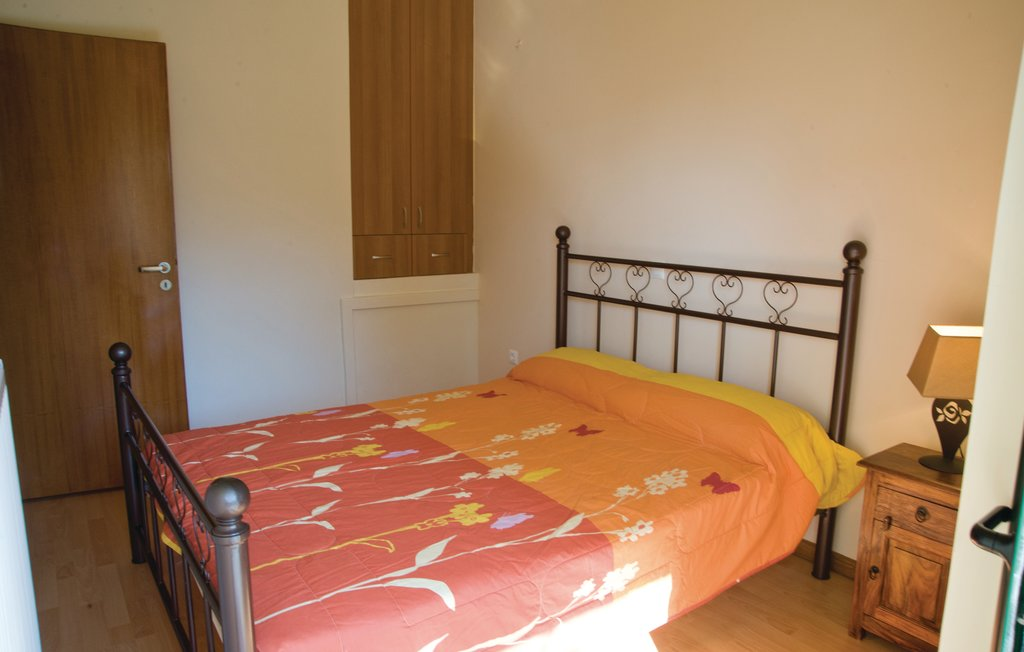 GRACH, SEAFRONT VILLA - 91cee-1531557839976gpe315_bed_05.jpg